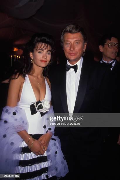 Johnny Hallyday et son épouse Adeline lors d'une soirée en mai 1990 à Cannes France