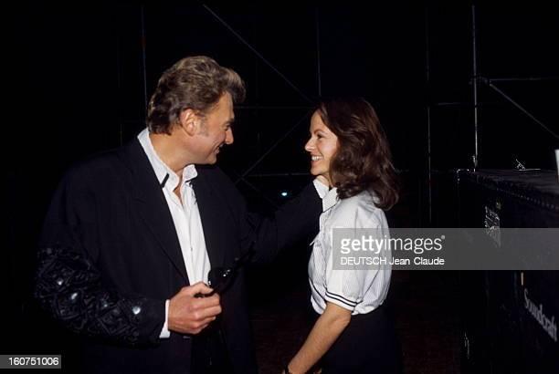 Johnny Hallyday Gives Recital In Colombes Johnny HALLYDAY et sa compagne Gisèle GALANTE à l'occasion d'un concert à Colombes Décembre 1987