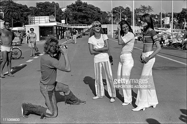 Johnny Hallyday in the sixties in France - Johnny Hallyday taking a picture of Sylvie Vartan, Sheila, Francoise Hardy in Saint Raphael , France, in...