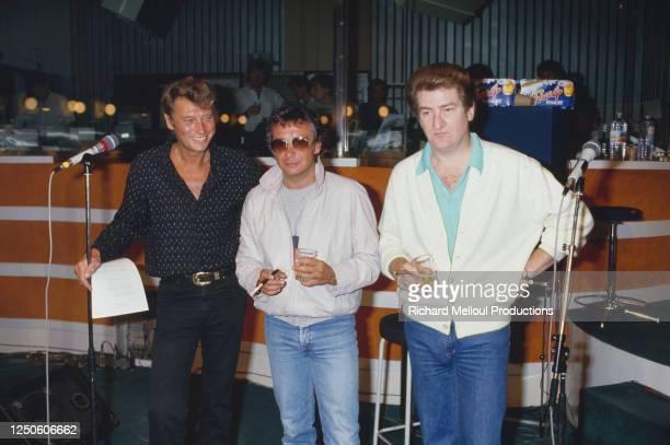 "Johnny Hallyday, Michel Sardou et Eddy Mitchell a R.T.L. Pour l'emission ""Sunday Rock""."