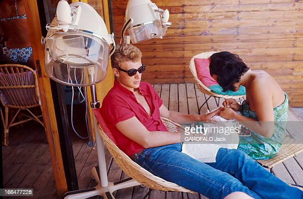Johnny Hallyday On Tour In France Johnny HALLYDAY en tournée a passé cinq jours dans la région de SaintTropez C'est la première fois qu'il y venait...