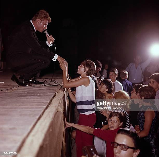 Johnny Hallyday On Tour In France Johnny HALLYDAY en tournée Au théâtre du Pharo à Marseille pendant tout le temps qu'il chante 'On m'appelle l'idole...