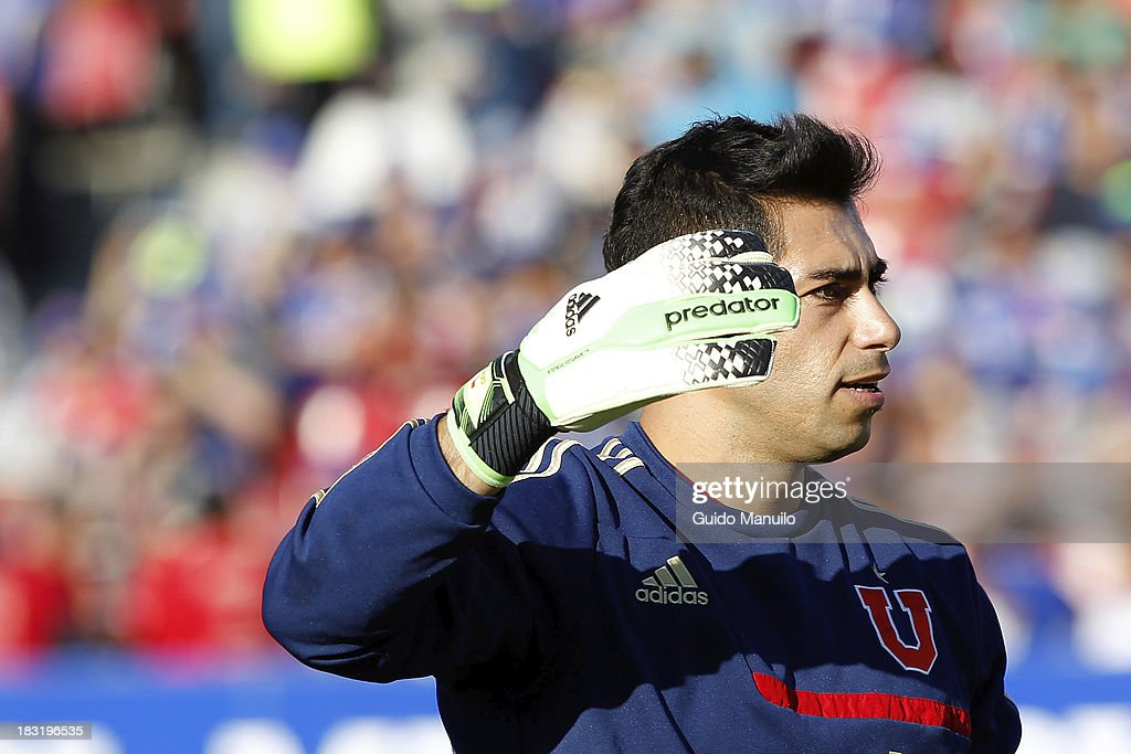 Johnny Herrera goalkeeper of U de Chile reacts during a match between O'Higgins and U de Chile as part of the Torneo Apertura at National Stadium, on October 05, 2013 in Santiago, Chile.