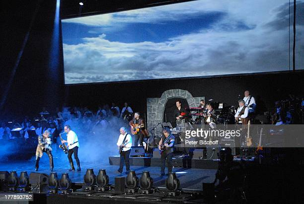 """Johnny Logan als """"König Arthur"""" , John Helliwell , Martin Barre , Pat O`May , im Hintergrund: Alan Simon , Deutschlandpremiere """"Excalibur - Die..."""