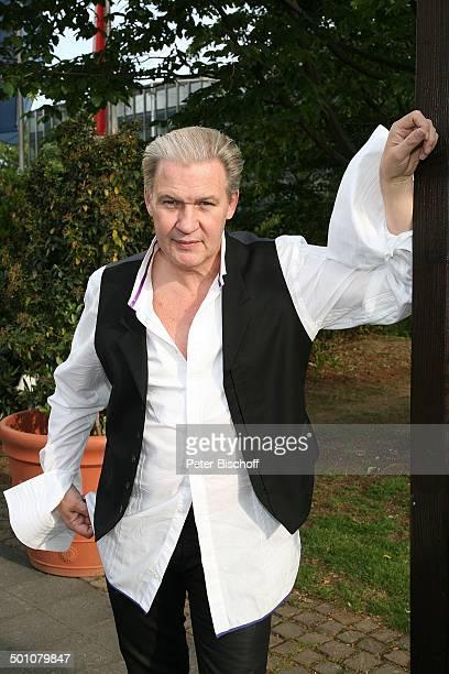 Johnny Logan gewann 2 x als Sänger 1980 und 1987 sowie einmal als Komponist den Grand Prix heute Eurovision Song Contest Porträt PK zum...