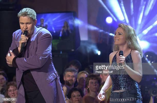Johnny Logan Sängerin Nicole ARDMusikshow Das Festival des deutschen Schlagers7 Bremen Aladin Bühne Auftritt Sänger Sängerin singen Mikrofon...