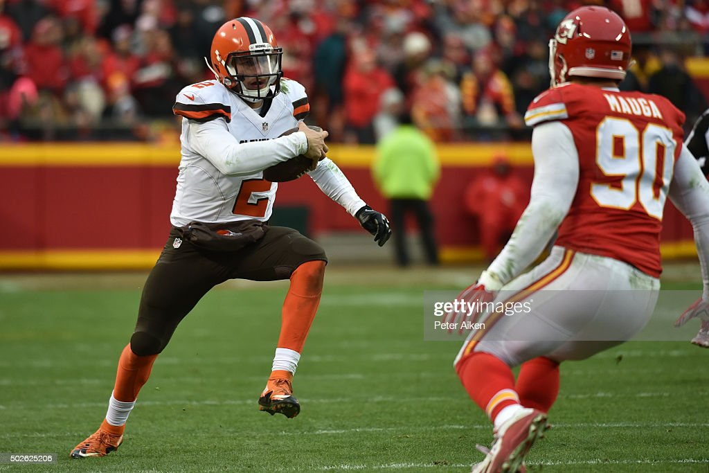 Johnny Manziel #2 of the Cleveland Browns rushes the ball at Arrowhead Stadium during the third quarter of the game agains the Kansas City Chiefs on December 27, 2015 in Kansas City, Missouri.