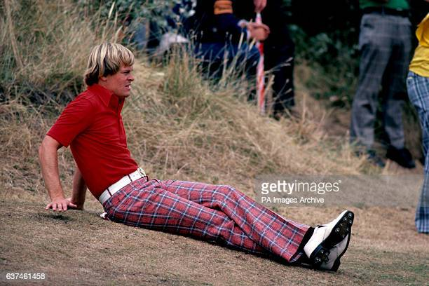Johnny Miller relaxes during his final round