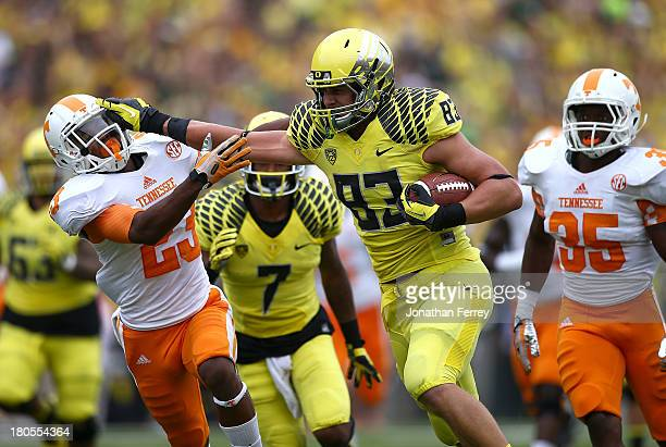 Johnny Mundt of the Oregon Ducks runs the ball against Cameron Sutton of the Tennessee Volunteers on September 14 2013 at the Autzen Stadium in...