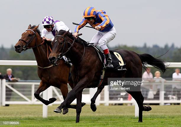 Johnny Murtagh and Lillie Langtry get the better of the Kevin Manning ridden Gile Na Greine to land The Coronation Stakes run on the 4th Day of Royal...