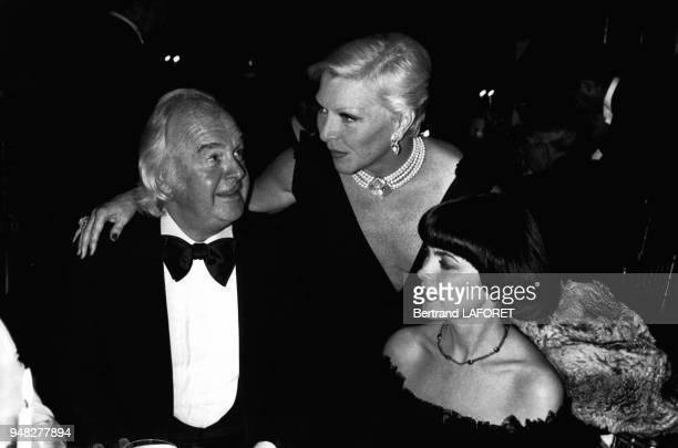 Johnny Stark Line Renaud et Mireille Mathieu lors d'un dîner en faveur des enfants maltraités en octobre 1979 Paris France