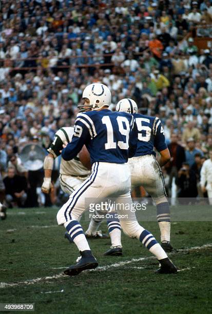 Johnny Unitas of the Baltimore Colts drops back to pass against the New York Jets during Super Bowl III at the Orange Bowl on January 12 1969 in...