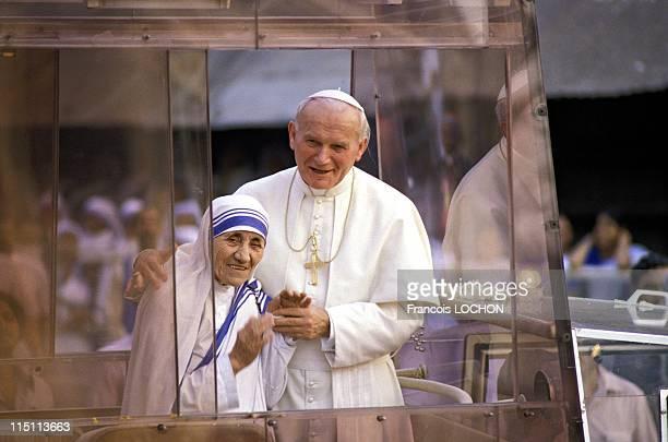 JohnPaul II and Mother Teresa in Calcutta India on February 03 1986