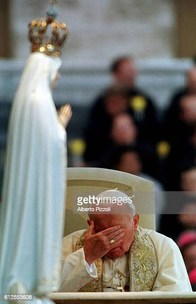 JohnPaul II praying to the Virgin of Fatima who saved his life during the attack on his life in 1981