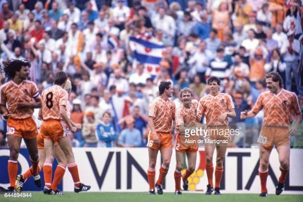 joie Marco VAN BASTEN / Adrie VAN TIGGELEN URSS / Pays Bas Finale Championnat d'Europe 1988 Munich Photo Alain De Martignac / Icon Sport