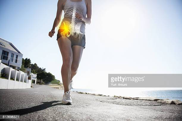 joint pain slowing you down? - pijn stockfoto's en -beelden