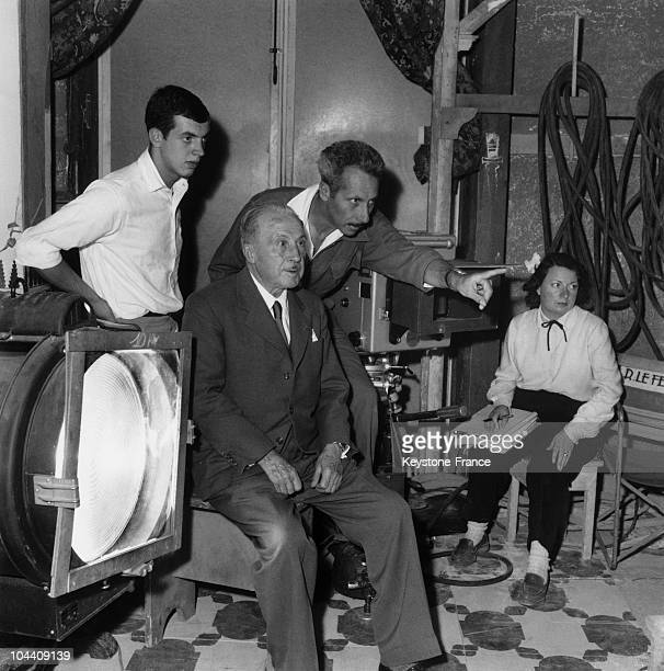 Joinville studio France The French filmmaker Jacques BECKER shooting ALI BABA ET LES QUARANTE VOLEURS giving instructions to his father Louis and...