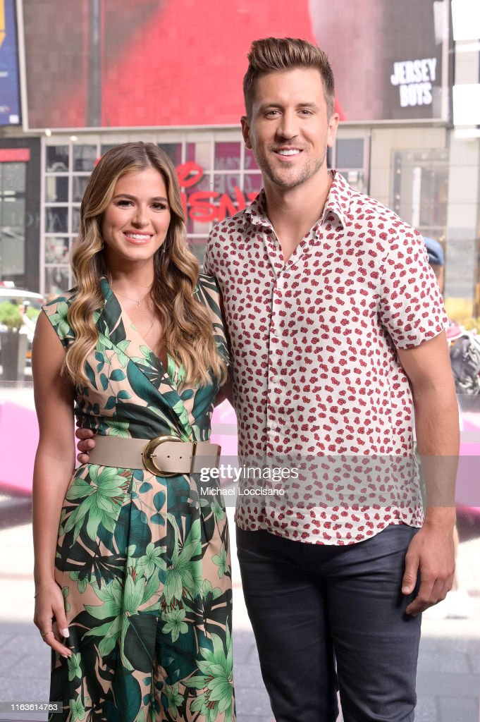 "Jojo Fletcher, Jordan Rodgers and Dorinda Medley Visit ""Extra"" : News Photo"