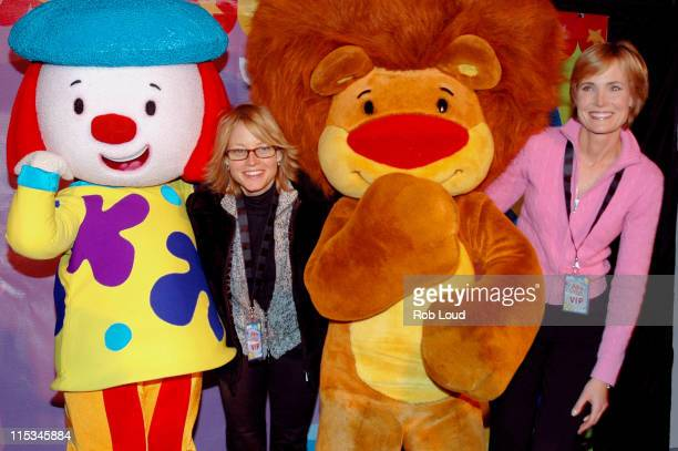 JoJo Jodie Foster Goliath and Willow Bay during 'JoJo's Circus' Balloon Inflation Party November 23 2005 at The Powerhouse at the Museum of Natural...
