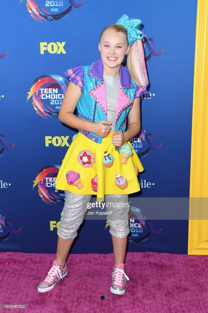 jojo-siwa-attends-foxs-teen-choice-awards-at-the-forum-on-august-12-picture-id1015797022