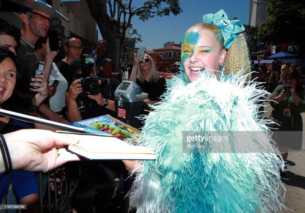 """Premiere Of Sony's """"The Angry Birds Movie 2"""" - Red Carpet : News Photo"""