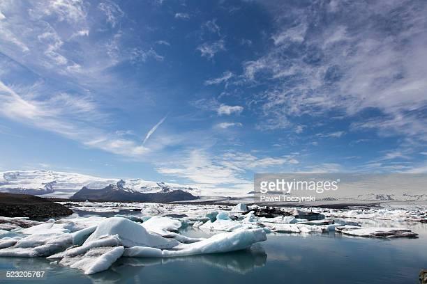 jokulsarlon ice lagoon on a sunny summer day - purezza foto e immagini stock