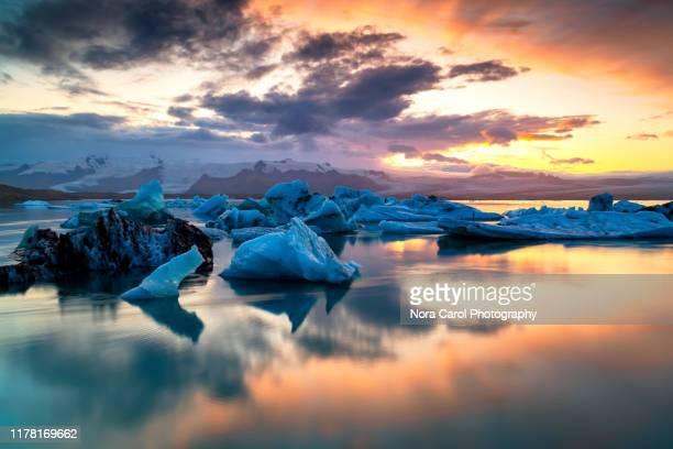 jokulsarlon lagoon sunset - 氷河湖 ストックフォトと画像