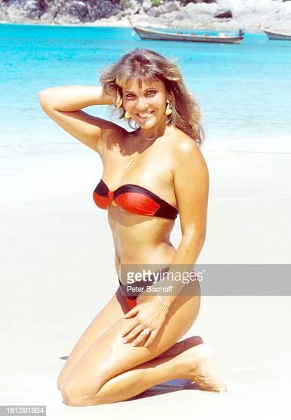 Jolanda Egger neben den Dreharbeiten zur ZDFReihe 'Traumschiff' Folge 14 'Bali' Episode 2 'Die kleine Kupplerin' MS 'Berlin' Meer Strand Boot Bikini...