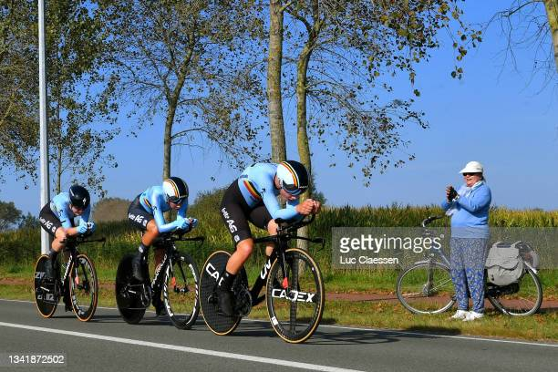 Jolien D'hoore of Belgium, Shari Bossuyt of Belgium and Lotte Kopecky of Belgium sprint during the 94th UCI Road World Championships 2021 - Team Time...
