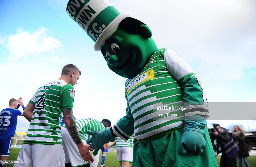 Yeovil Town v Chesterfield - Sky Bet League Two : News Photo
