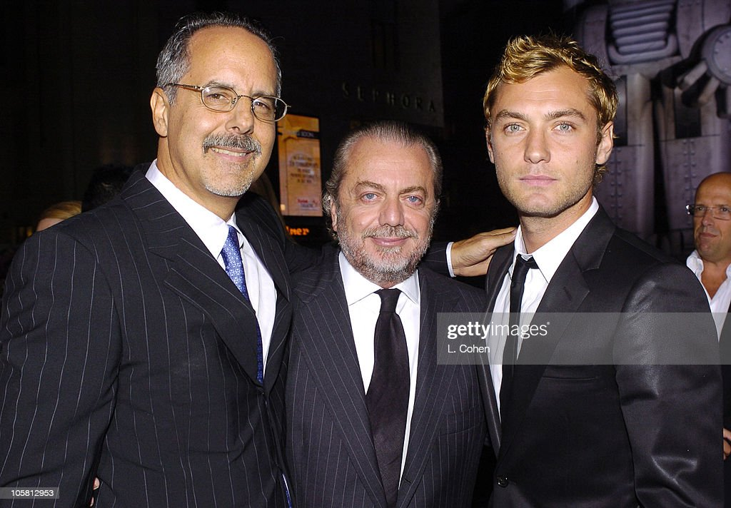 'Sky Captain and the World of Tomorrow' Los Angeles Premiere - Red Carpet : News Photo
