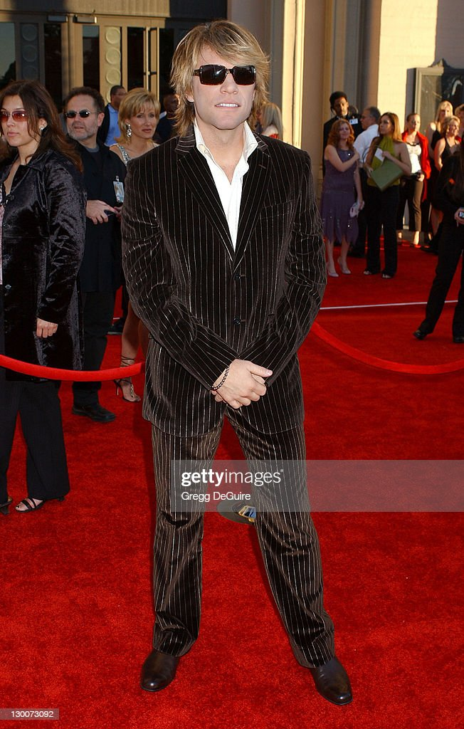 32nd Annual American Music Awards - Arrivals : News Photo