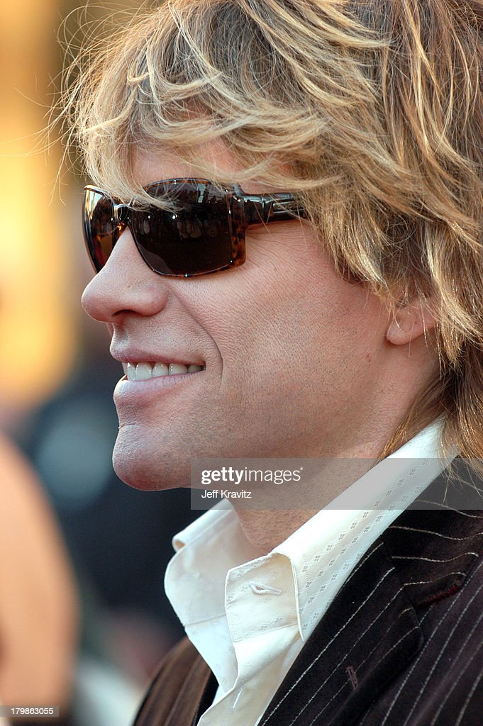 32nd Annual American Music Awards - Red Carpet : News Photo
