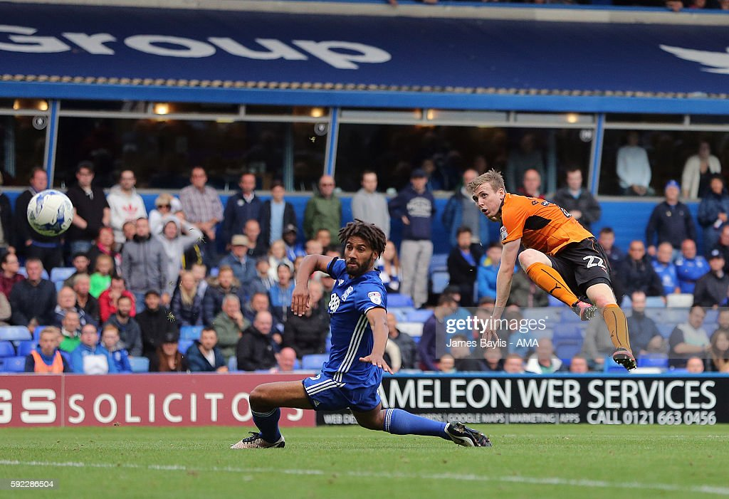 Jon Dadi Bodvarsson of Wolverhampton Wanderers scores a goal to make it 1-3 during the Sky Bet Championship match between Birmingham City and Wolverhampton Wanderers at St Andrews (stadium) on August 20, 2016 in Birmingham, England.