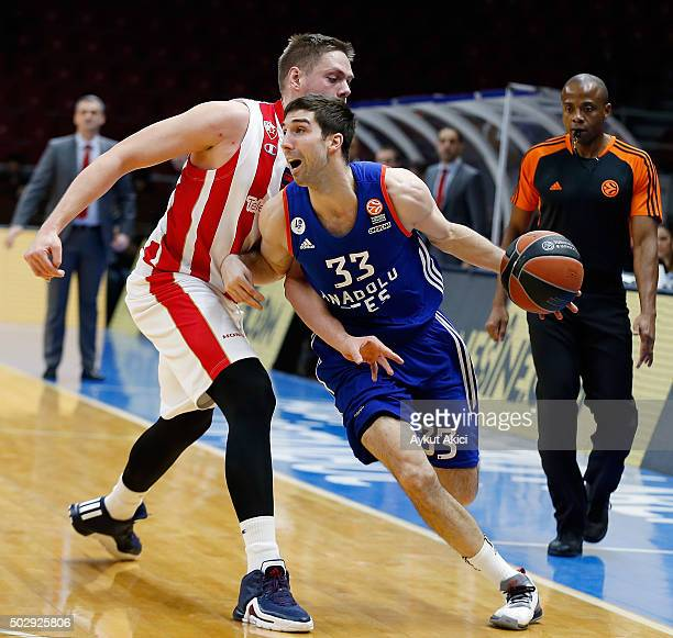 Jon Diebler #33 of Anadolu Efes Istanbul in action during the Turkish Airlines Euroleague Basketball Top 16 Round 1 game between Anadolu Efes...