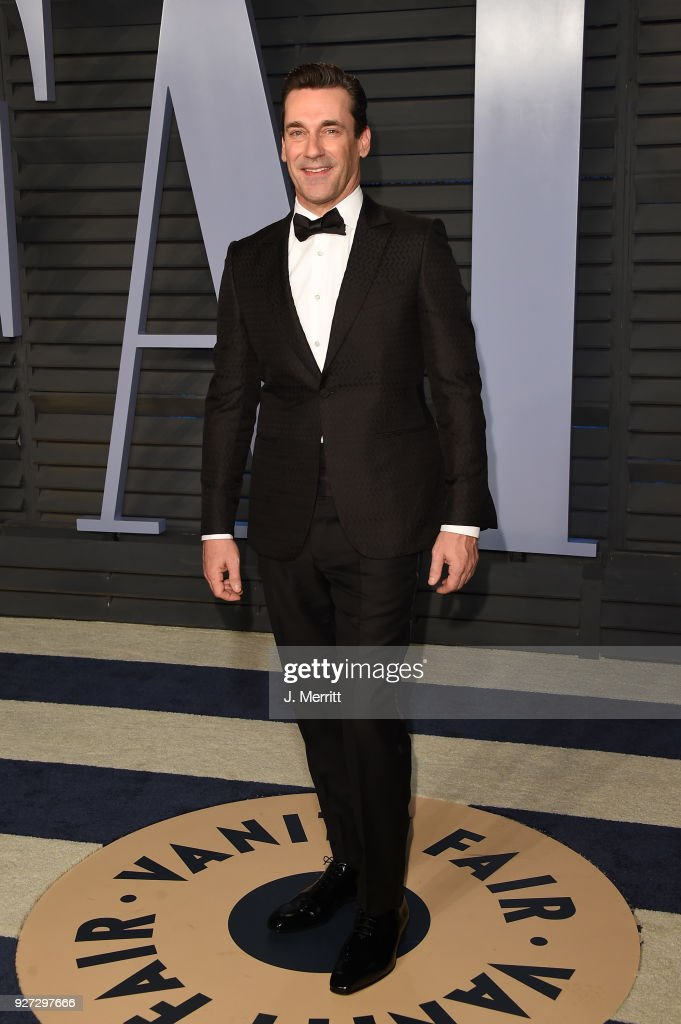 Jon Hamm attends the 2018 Vanity Fair Oscar Party hosted by Radhika Jones at the Wallis Annenberg Center for the Performing Arts on March 4, 2018 in Beverly Hills, California.