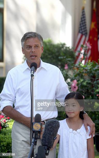 Jon Huntsman the new US ambassador to China stands with his adopted Chinese daughter nineyear old Gracie Mei during a news briefing at his residence...