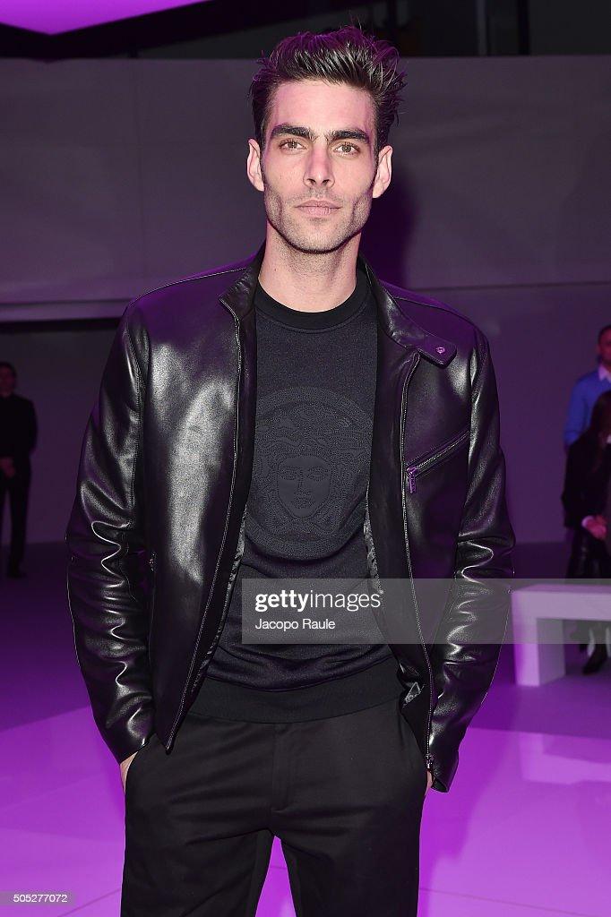 Versace - Front Row - Milan Men's Fashion Week  FW16