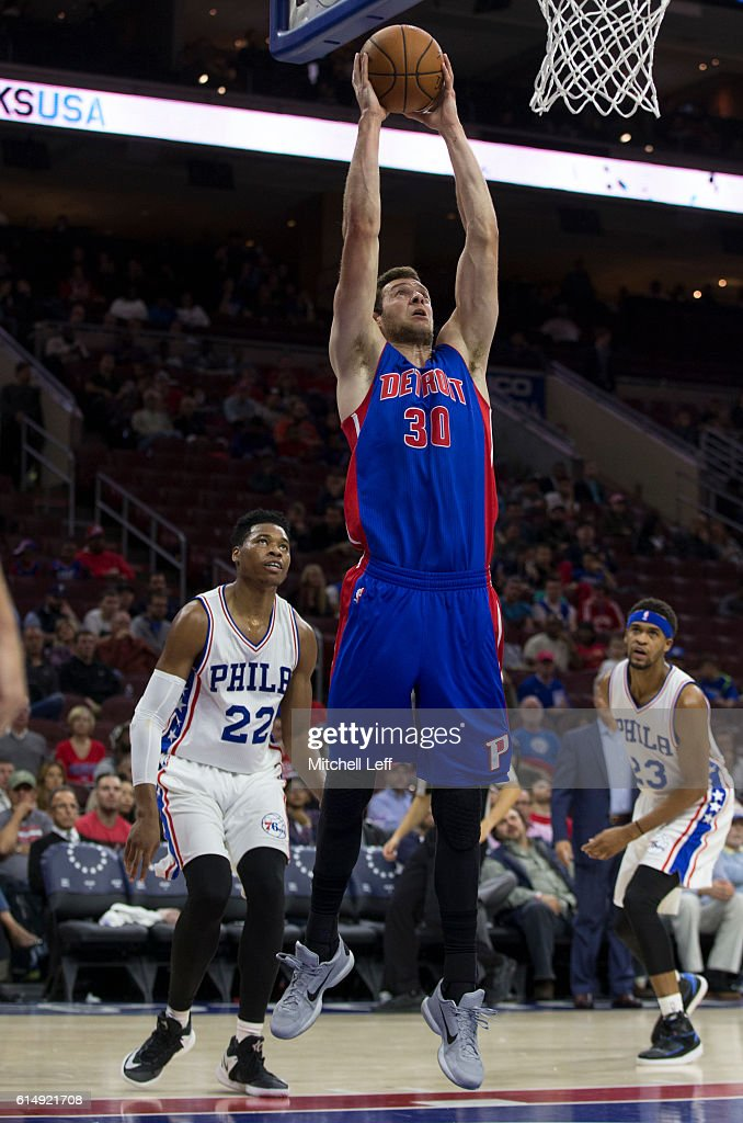 Jon Leuer #30 of the Detroit Pistons dunks the ball against the Philadelphia 76ers in the second half at Wells Fargo Center on October 15, 2016 in Philadelphia, Pennsylvania. The Pistons defeated the 76ers 97-76.
