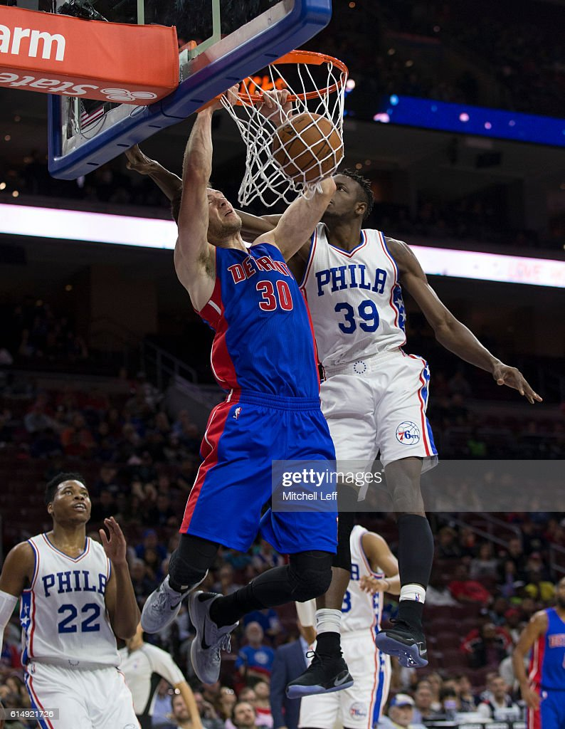 Jon Leuer #30 of the Detroit Pistons dunks the ball against the Jerami Grant #39 of the Philadelphia 76ers in the second half at Wells Fargo Center on October 15, 2016 in Philadelphia, Pennsylvania. The Pistons defeated the 76ers 97-76.