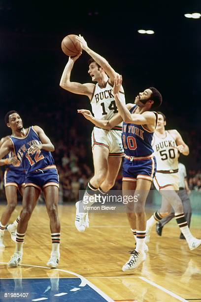 Jon McGlocklin of the Milwaukee Bucks looks to pass against Walt Frazier of the New York Knicks during the 1970 season at the MECCA Arena in...