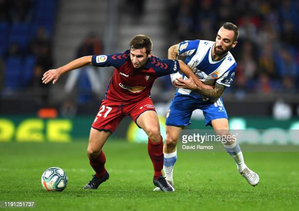 Jon Moncayola of Osasuna battles for possession with Sergi Darder of Espanyol during the La Liga match between RCD Espanyol and CA Osasuna at RCDE...