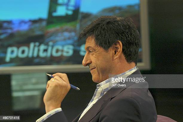 Jon Sopel holding a pen on the set of BBC news and current affairs programme The Politics Show
