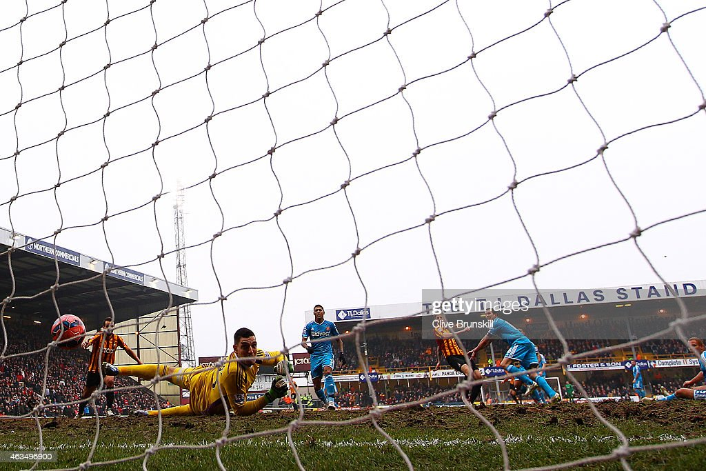 Jon Stead of Bradford scores his team's second goal past Vito Mannone of Sunderland during the FA Cup Fifth Round match between Bradford City and Sunderland at Coral Windows Stadium, Valley Parade on February 15, 2015 in Bradford, England.