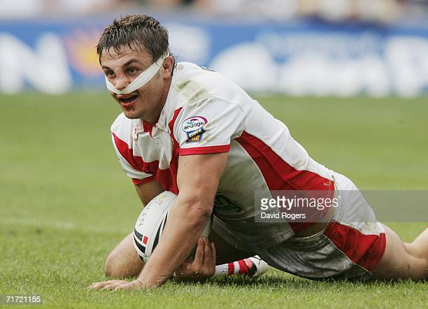 Jon Wilkin of St Helens scores a try during the Powergen Challenge Cup Final match between Huddersfield Giants and St Helens at Twickenham on August...