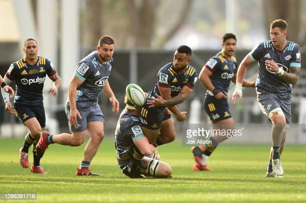 Jona Nareki of the Highlanders passes the ball out during the round 10 Super Rugby Aotearoa match between the Highlanders and the Hurricanes at...