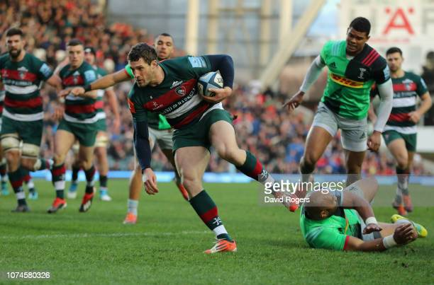 Jonah Holmes of Leicester Tigers breaks clear to score the first try during the Gallagher Premiership Rugby match between Leicester Tigers and...