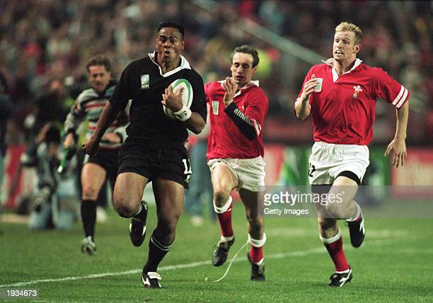 Jonah Lomu of New Zealand breaks free of the Welsh defence during the 1995 Rugby World Cup Pool C match between New Zealand and Wales held on May 31,...