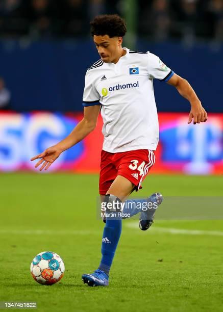 Jonas David of Hamburger controls the ball during the Second Bundesliga match between Hamburger SV and Fortuna Düsseldorf at Volksparkstadion on...