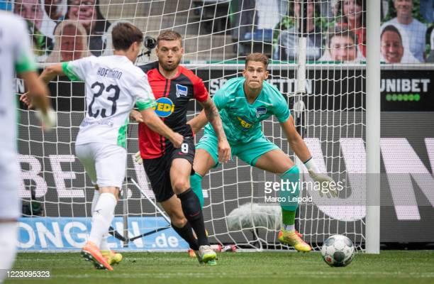 Jonas Hofmann of Borussia Moenchengladbach Alexander Esswein and Dennis Smarsch of Hertha BSC during the Bundesliga match between Borussia...